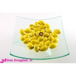 Dragées amande enrobées de giandujine, jaune, déclassées