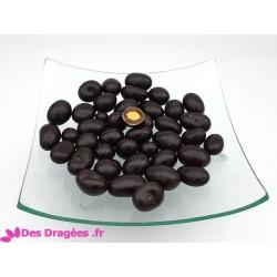 Dragées amande enrobées de chocolat et de praliné, couleur chocolat, déclassées