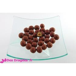Dragées noisette enrobées de chocolat, brun mat, déclassées