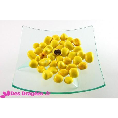 Dragées ananas enrobées de chocolat noir, jaune, déclassées