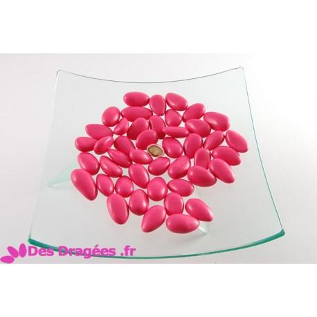 Dragées amande rose vif brillant, déclassées