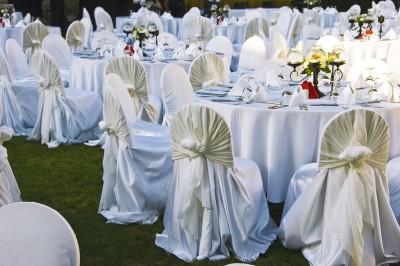 espace ferm ou en plein air que choisir pour le repas de mariage. Black Bedroom Furniture Sets. Home Design Ideas